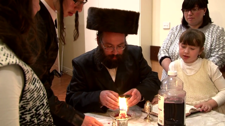 AA_Aryeh praying with candle
