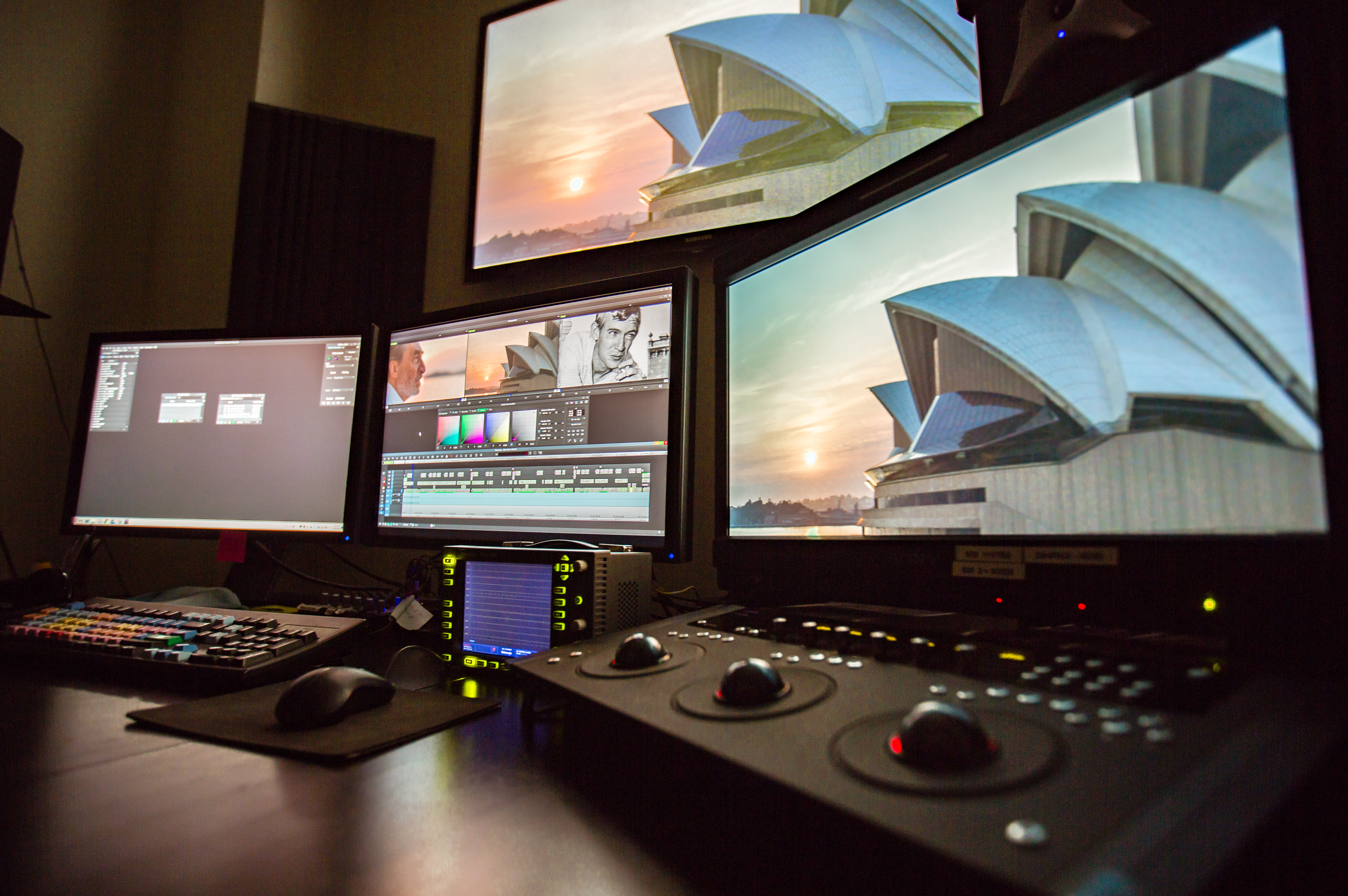 Edit suite desk and screens-0017314